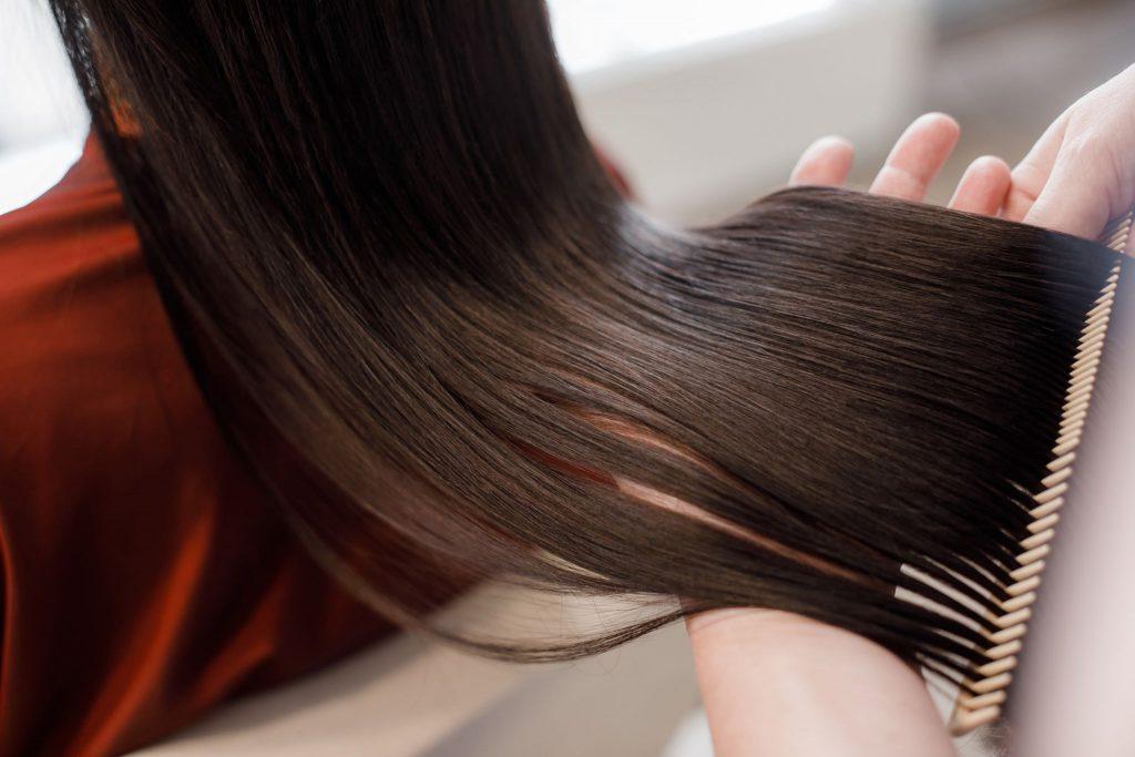 美容師が選ぶアッシュグレーにおすすめの市販商品と色落ちを防ぐ方法